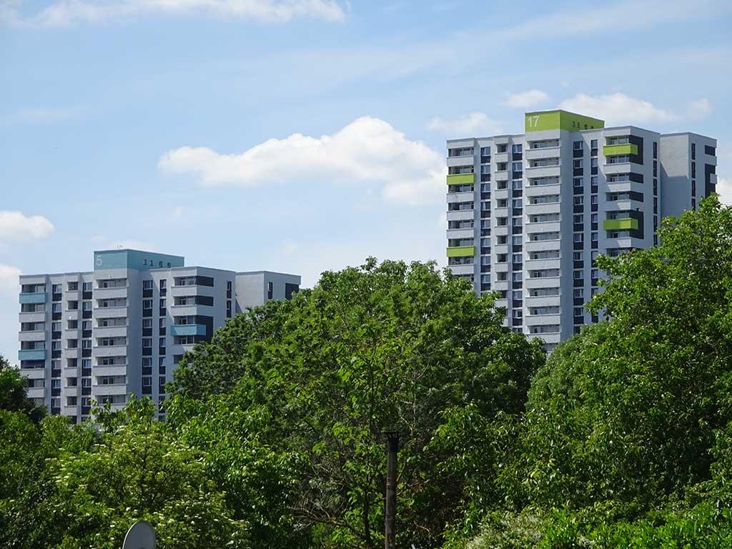 Wohnhochhäuser im Mainfeld in Frankfurt