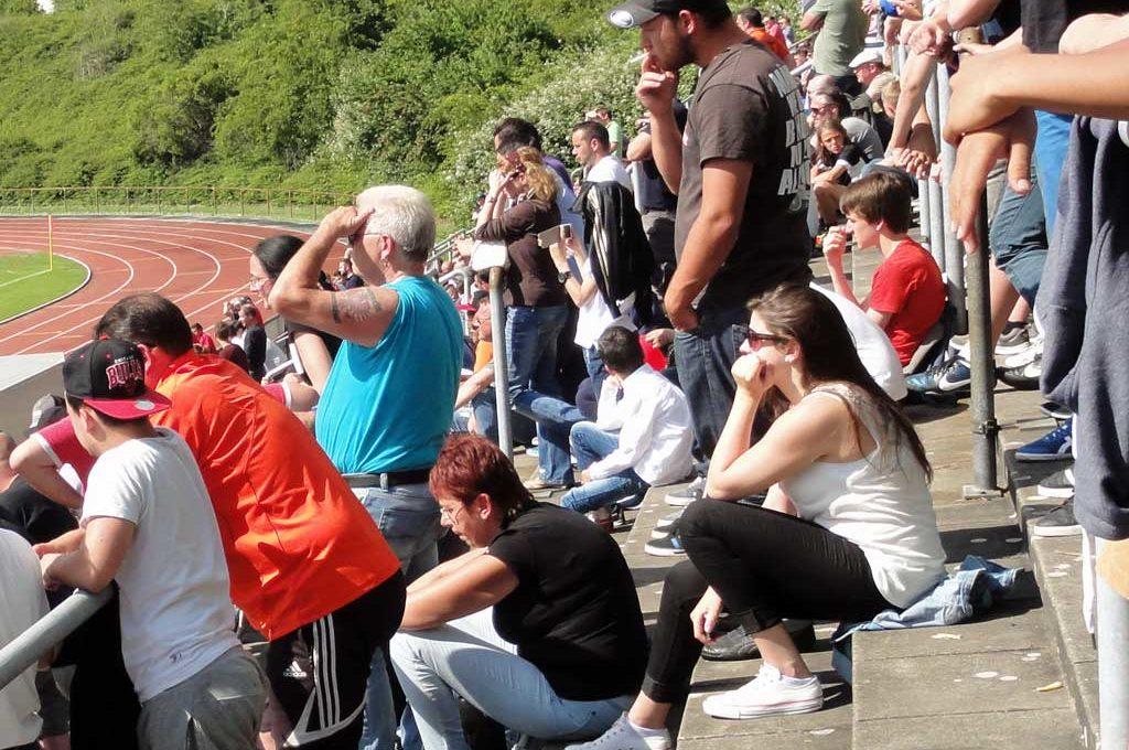 Zuschauer beim Endspiel der U15 von Eintracht Frankfurt